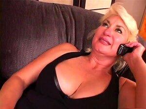A Melhor Estrela Porno Dana Hayes, Com Mamas Grandes E Exóticas, Cena Adulta Facial. A Dana Hayes é Uma Avozinha Loura E Velha, Que Vive Perto De Uma Loja Que Entrega As Compras, Por Isso Veste-se Com As Meias De Rede, Por Isso, Quando O Tipo Chega E Quer Porn