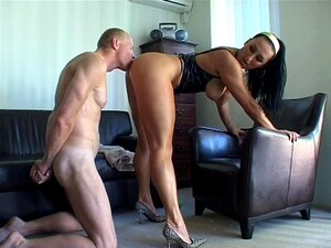 Natasha Se Esfregar De Perna Porn
