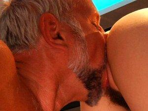 Muito Bonita E Feia Menina Fode Com Velho Na Cozinha Porn