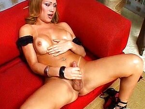Shemale Bianca Chupa E Fode Porn