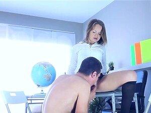 Gina C Em Estudos De Adolescentes Sexo-fodidos. Ela Pode Estar A Fazer Os Trabalhos De Casa, Mas A Sexy Teen Gina Está Muito Mais Interessada Em Foder E Há Um Rapaz Com Uma Pila Dura Que Está Feliz Em Fodê-la. Ela Mantém A Saia E A Blusa Branca Sexy Enqua Porn