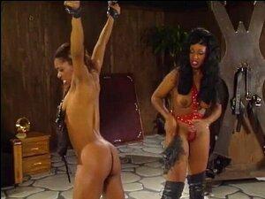 As Miúdas Da Ebony Estão A Gostar De Acção BDSM. Janet Jacme é Uma Miúda Dominante Que Adora Castigar A Sua Namorada Submissa. Porn