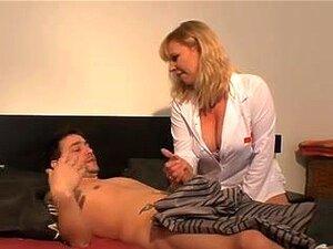 Sexo De Anal MILFs Checa, Enfermeira Mais Velha, De Cabelos Dourada Recebe Um Wang No Rabo Nessa Cena De Filme De Anal Hardcore. Porn