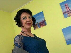 Dona De Casa Marota Zelma A Alimentar A Sua Velha Cona Porn