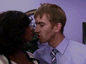 Negra Peituda Esguicha De Leite Depois De Chupar Porn