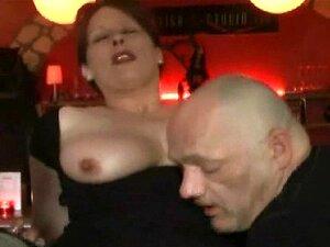 Punho De Puta Amador Fodido Em Um Bar De Público Porn