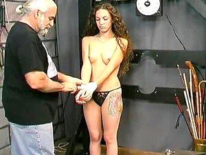 Cutie Cabelos Cacheados Açoitado Na Masmorra Porn