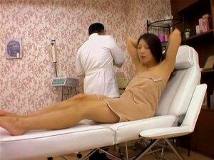 Molhada Asiático Yum-yum Parafusado Por Meu Pau No Vídeo Erótico Voyeur, Horny Meninas Gostam De Vir Ao Meu Gabinete Japonês E Pede-me Uma Doce Massagem Erótica. Neste Vídeo De Sexo Voyeur Meu Membro Duro Fica Dentro De Uma Vagina Molhada E Feuderday Até  Porn