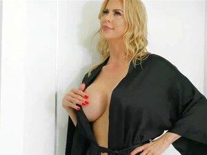 Khloe Capri E Alexis Fawx Sexo Na Casa De Banho Porn
