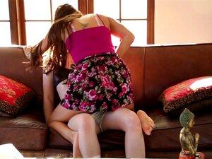 Alani Pi E Celeste Star Em Acção Sáfica. Duas Deliciosas Prostitutas Pornográficas, Alani Pi E Celeste Star, Estão A Divertir-se Com O Lez No Sofá Neste Vídeo De Sexo Do Lez. Porn