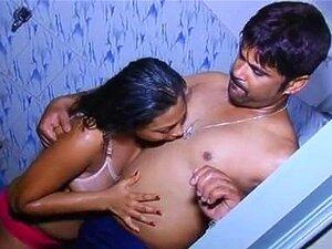 Quente E Sexy Menina Tomando Banho Com Namorado Sul índio Banheiro Sexvideo Porn