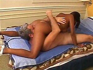 Um Homem Mais Velho Fode Um Belo Brasileiro. Porn
