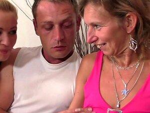 Ela Assiste A Velha Mãe E Namorado De Merda Porn