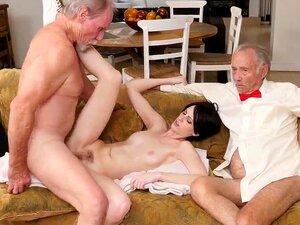 Sexy Teen Threesome Bi Mmf Primeira Vez Frankie Vai Pela Estrada Hersey Porn