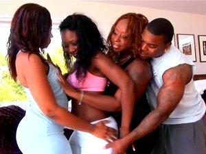 3 Ebonies De Bunda Grande Anseia E Compartilha Um Grande Galo Negro Porn