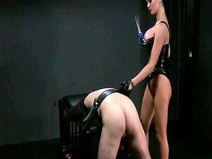 A Amante Busty A Chicotear Escravos Presos Nas Masmorras Porn