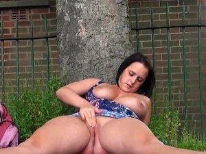 Masturbação Ao Ar Livre De Maminhas Amadoras Sensuais A Mostrar Rata Rapada Em Público Porn