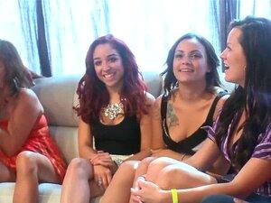 A Miúda Da Festa Da Cfnm Faz Sexo Oral. O Amador De Festas Da Cfnm Faz Sexo Oral Com Um Stripper No Suck Party. Porn
