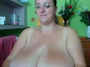 Gorda Gata Com Enormes Tetas Se Divertindo Porn