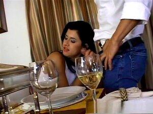 Uma Estrela Porno Incrível Com O Melhor Dp, 3x Clip, O Rabo Desta Miúda Estava A Doer Por Piça, Por Isso Demos-lhe Um Par De Grandes Para Bater Aquela Porta Das Traseiras Apertada.  Ela Recebeu Uma Guloseima Extra Quando Os Rapazes A Fizeram Guinchar Numa Porn