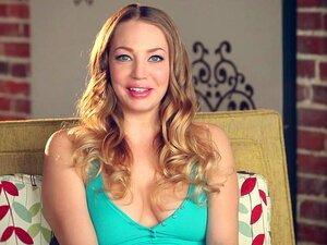 Dançarina Marota Com SaraLiz. Cybergirl SaraLiz é Um Pouco Balé, Um Pouco Burlesco Neste Vídeo De Holly Randall. Porn