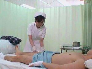 Enfermeira Tocou Meu Pênis, Pacientes Neste Hospital Todos Gravemente Feridos. Sem As Enfermeiras Ajudando, Não Podem Nem Ir Ao Banheiro Sozinhas, Mas Felizmente, Os Cuties Uniformes Estão Lá Para Ajudar. É Difícil Resistir A Uma Ereção Quando Uma Enferme Porn