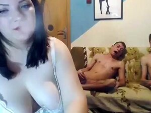 Episódio Secreto Do Casal Louco Em Chaturbate. BBW Basty Mils Fumam Na Webcam E Sexo A Três. Porn
