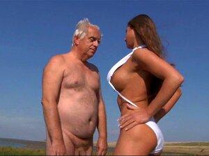 Adolescente De Tetas Grandes Fode Oldman Na Praia Porn