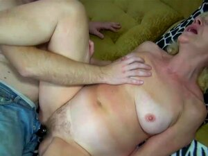 Velha Vovó Gordinha Na Cama Faz Sexo Com O Homem Com Tesão Porn