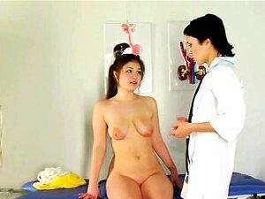 A Médica Lésbica Ajuda A Paciente Com O Orgasmo. Porn