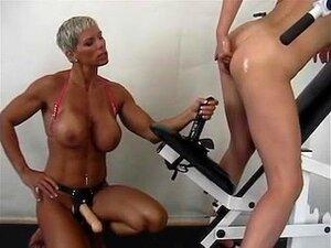 Estrapão Lésbico Musculoso Porn