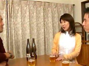 Esposa Japonesa Chupa Um Pau Mais Jovem Porn