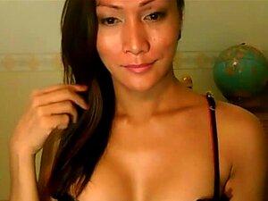 Linda Filipina Shemale Quer Ser Devastado, Belo Bronzeado E Aparência Exótica Filipina Travesti Quer Ser Devastado Boa. Vê-la A Tirar As Roupas Dela Como Ela Jaques Em Sua Sensual Tanga Preta. Porn