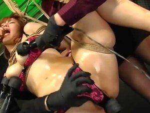 A Boazona Japonesa De Busty Torturada Por Dois Tipos, A Puta Japonesa De Busty E Extremamente Fodível, é Torturada Por Dois Tipos E Os Seus Brinquedos Neste Vídeo Da BDSM Asiática. Porn