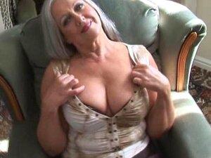 Granny Peituda Atraente Em Meias De Descascamento Porn