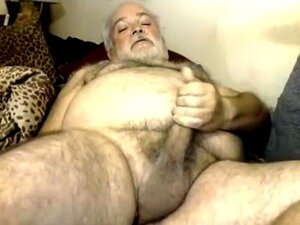 O Urso Polar Peludo Mete-lhe O Cu. Daddy Cums On Cam Porn