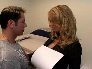 Estrela Pornográfica Exótica No Melhor Vídeo Pornográfico Anal, Lingerie. A Aline é Uma Viciada Em Sexo Que Adora Sexo E é Uma Das Rainhas Anal Da Pornografia.  Mas Isso Não Significa Que Ela Seja Uma Desleixada No Departamento De Broches E Conas, Como Po Porn