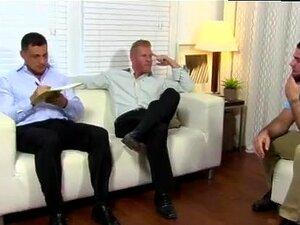 Gay Bear Feet S E Homens Nus Com Pernas Separadas Da Primeira Vez Que Ricky Venera Porn
