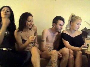 Um Trio Muito Quente Com 2 Mulheres, Porn