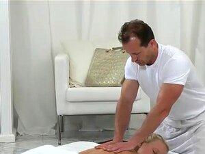Cums Massagista Nos Peitos Da Loira Porn