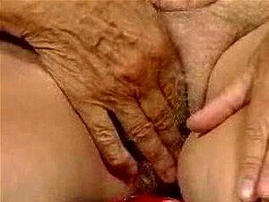 Se Masturbando Vovó Porn