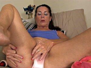 Velha Mãe Se Masturba, Usando Sua Calça Porn