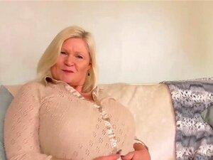 A Avó Lacey Da Europemature Tem Uma Cona Molhada. Velha Gorda E Madura Avó Busty Loira Gorducha Em Meias Grandes Mamas A Solo Masturbar-se Rata Rapada Cona Fingindo Porn