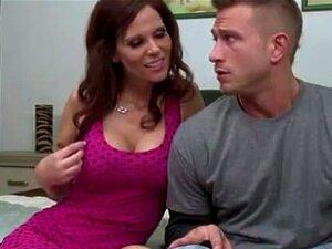 Dona De Casa Seduz Jovem Quando Se Esfregando Porn