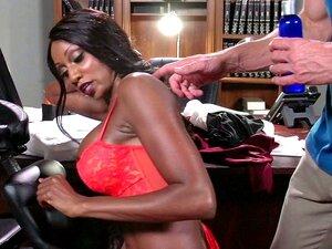 Uma Rapariga Negra Muito Boa Dá Aquela Rata Doce Ao Seu Chefe Branco, Diamond Jackson. Porn