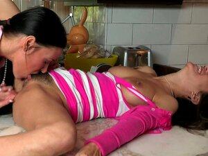 Mamãe Sexy Come E Dedos Buceta Peluda De Adolescente Nerd Porn