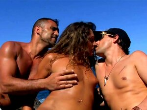 Os Rapazes Visitam A Praia Com Uma Puta Sexy E Uma Dupla Dela-Vayana Porn