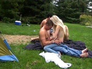 A Estrela Pornográfica Mais Sensual Da Cara Louca, O Filme Pornográfico Sexual Em Grupo, A Harlie E A Zoey Participaram Num Quarteto Excitado No Parque.  Eles Queriam Entrar Em Contato Com A Natureza E Fizeram O Que Veio Naturalmente Para As Loiras Adoles Porn