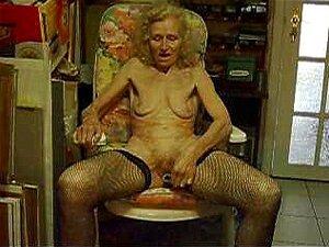 CABRA Velha Josee Dona De Casa De 70 Anos... 3 Porn