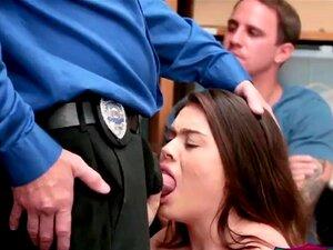 Segurança A Bater Na Magricela Porn